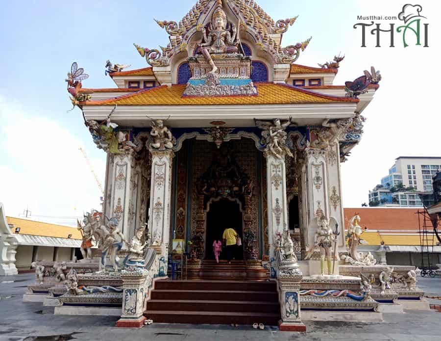 Wat Pariwas, Hall Benjarong