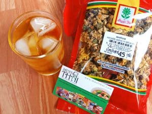 Chrysanthemum tea with pandan leaves