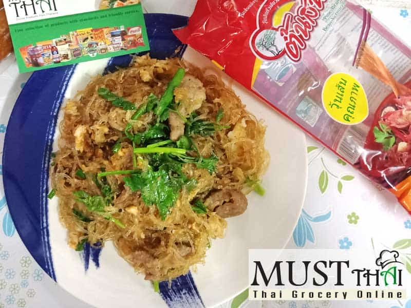 Stir fried bean vermicelli with pork and egg