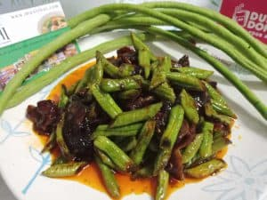 Stir fried roasted chili paste with bacon and long bean