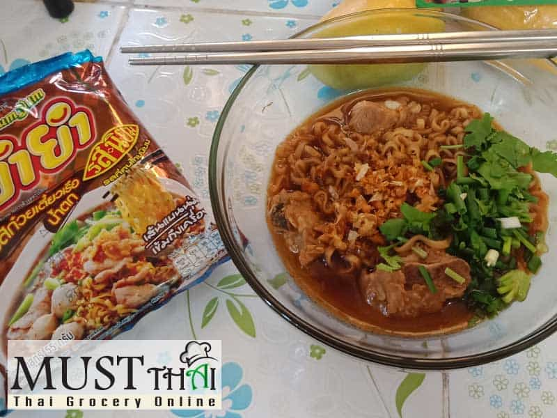 Instant noodle with pork spare rib soup