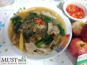 Flat rice noodles with pork in gravy sauce